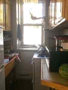 Room sublet in 3 1/2 apartment in downtown/ Near Concordia Comox / Courtenay / Cumberland Comox Valley Area image 6