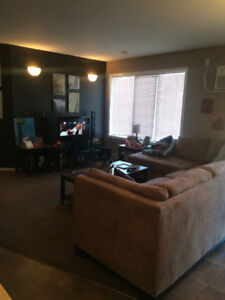 Looking for a roommate for 2.5 bedroom in Lorette Feb./March