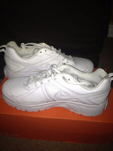 new boys nike sneakers size 6.5