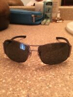 Selling new pair of rayban sunglasses 50$