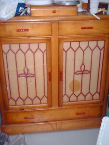 Cabinet à vaisselle antique