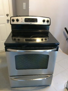 For Sale GE Stainless Steel electric Stove/ Range