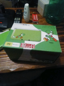3ds xl yoshi edition* VGC* complete*make an offer*