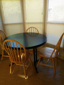 Round Kitchen Table & Chairs