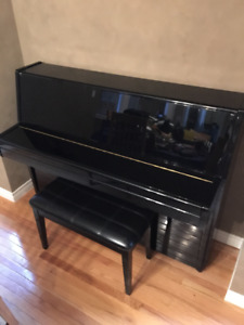 Upright Steigerman Piano - Elegant and high quality
