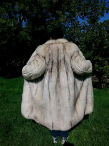 LUXURIOUS Vintage FULL PELT Fox Fur Coat!!!