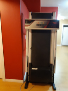 Spirit Treadmill model 2400