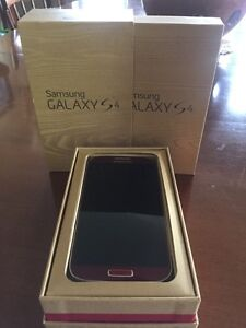 Samsung Galaxy S4 UNLOCKED w/ Screen Protector and Cases