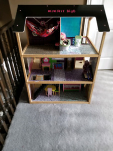 Re-finished Barbie\Monster High Doll House