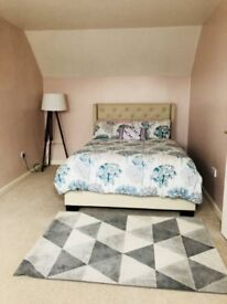 Double room/ Private En-suite and Sittingroom Available