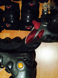 ROLLER BLADES, SIZE 6 1/2-7 WITH KNEE, ELBOW, HAND PROTECTION West Island Greater Montréal image 7