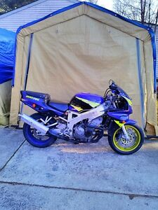 BUYING  GOOD OR DAMAGED SPORT BIKES CBR ZX RG500 GSXR RZ500 R6 Windsor Region Ontario image 10