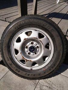 """1 pneu d'été 15"""" Bridgestone 205/70R15 sur jante Honda"""