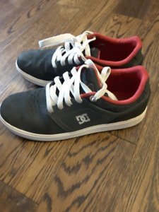 DC youth boy Sneakers, Size 3