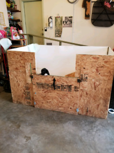 Dog whelping box and moveable fences