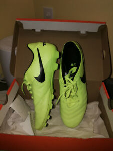 Nike soccer cleats, like new, size 10.5