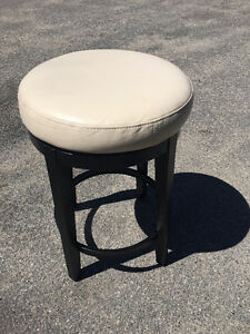 FOUR Pier One White Leather round bar stools
