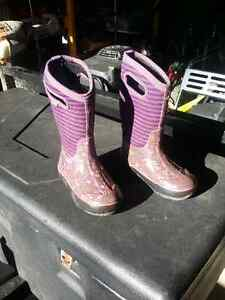 BOGGS - GIRLS SIZE 13 3 SEASON BOOTS