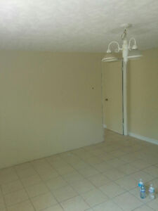 ROOMS/APTS WITH INTERNET IMMEDIATE