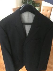 "Hugo Boss suit. Jacket size 42R, Pant W36""x 30""L. Dark Grayish"