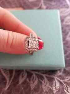 1 ct centre diamond engagement ring. 2 ct total weight.