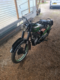 Bsa b31. 350cc rigid.