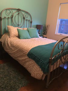 Matching bedroom set for sale!
