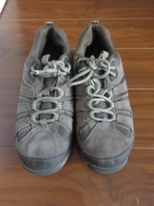 Hi-Tec Women's hiking boots / shoes / sneakers, size 8 like new!