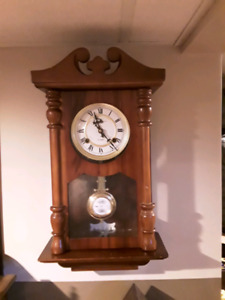 Lovey Vintage mechanical wall clock.