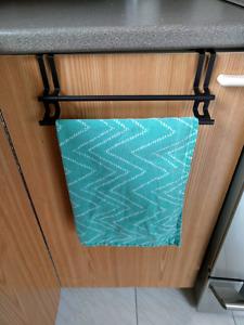 Support pour linge de cuisine - Over cabinet kitchen towel rack