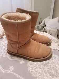 UGG boots size 7.5 (worn condition)