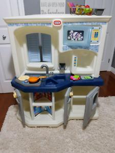 Children's play kitchen SOLD PPU