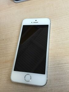 I phone 5s for sale basically new!