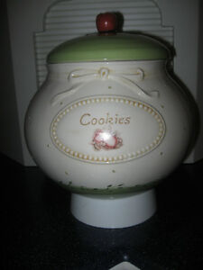 GRANDMA'S EXTRA-LARGE / HEAVY OLD VINTAGE COVERED COOKIE JAR