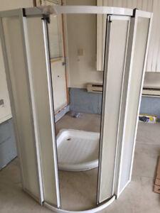 Cabine de douche en coin usagée 36'x36'
