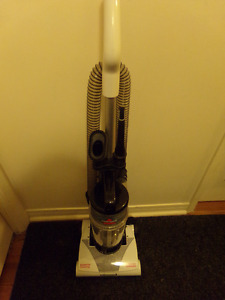 "BISSELL "" POWERFORCE LITE "" BAGLESS UPRIGHT VACUUM"