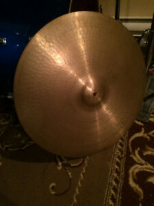 "Paiste 2002 20"" Black Label Medium Ride"