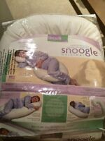 Snoogle. Pregnancy pillow