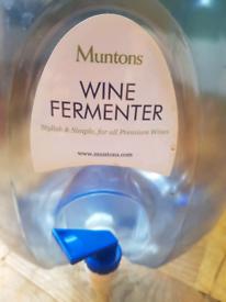 Munton's wine fermenter