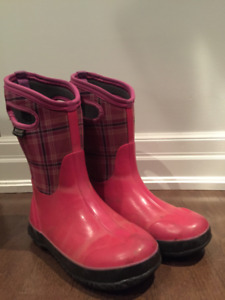 Girls Bogs Size 4 Winter Boots