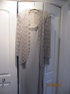 Robe de mère de mariée silver à vendre
