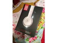 Beats Solo 2 Headphones by Dr. Dre in white