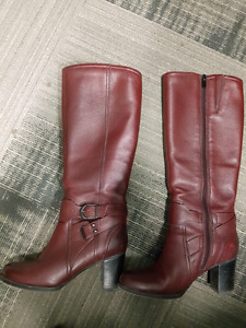 Clark's leather boots.  Size 6