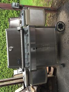 BBQ WEBER au gaz, valeur de 2800$, à vous pour 575$