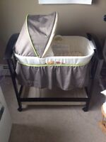 Summer Infant Bassinet - great condition