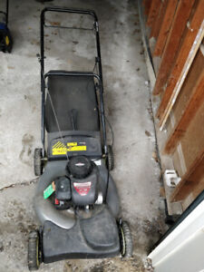 Self-propelled lawn mover in great working condition