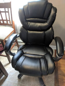 Computer chair-great condition.
