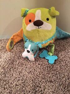 Skip Hop Hug & Hide Activity Toy