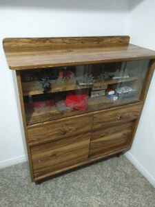 Hutch with glass sliders, storage space and 2 drawers