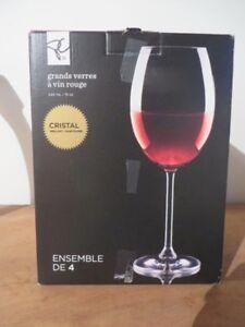 Coupes de vin rouge